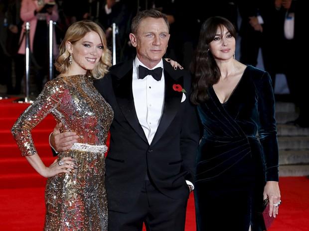 Lea Seydoux, Daniel Craig e Monica Bellucci na pré-estreia de '007 contra Spectre' no Royal Albert Hall, em Londres (Foto: REUTERS/Luke MacGregor)