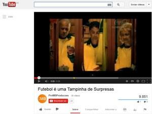 Campanha da Coca-Cola mostrou ex-jogadores com camisa parecida com o uniforme da seleção (Foto: Reprodução/YouTube)