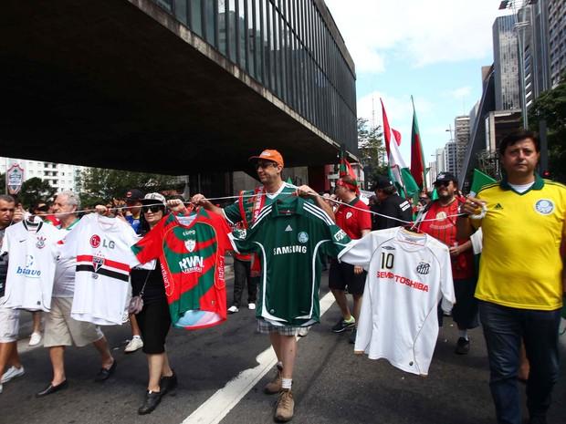 Torcedores da Portuguesa protestam neste sábado na Avenida Paulista (Foto: Renato S. Cerqueira/Futura Press/Estadão Conteúdo)