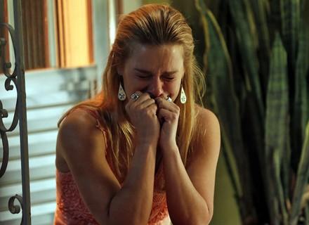 Orlando deixa Lara aos prantos