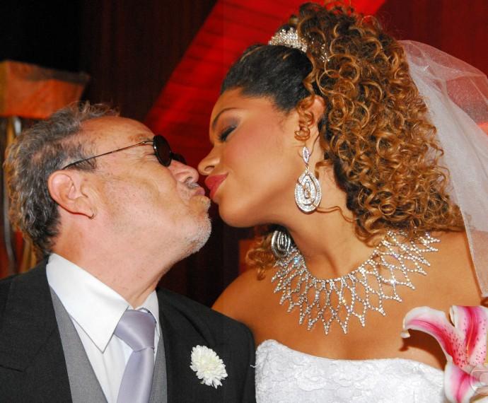 Os personagens de Stênio e Juliana se casaram na novela Caminho das Índias (Foto: CEDOC)