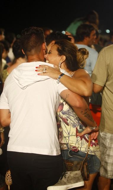 Viviane Araújo e o namorado, Radamés, no show de Stevie Wonder (Foto: Marcos Serra Lima/EGO)
