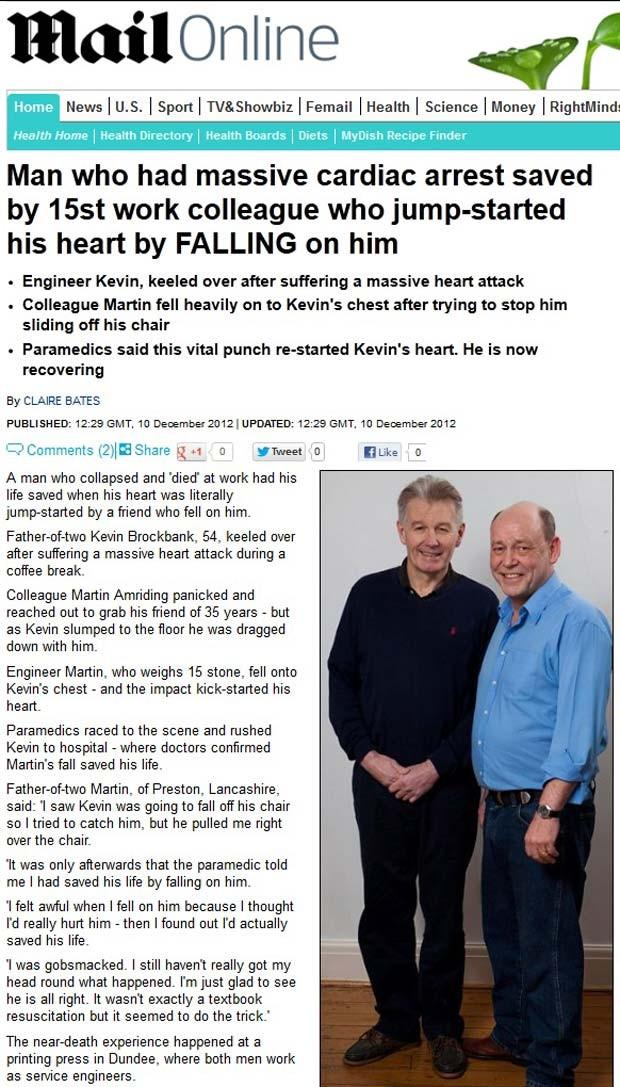 Martin Amriding, à direita, caiu sobre o colega Kevin Brockbank (Foto: Reprodução/Daily Mail)