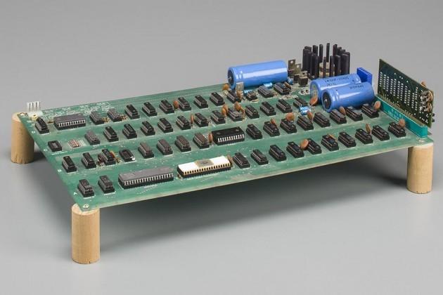 Placa-mãe do primeiro computador da Apple é leiloada por US$ 300 mil