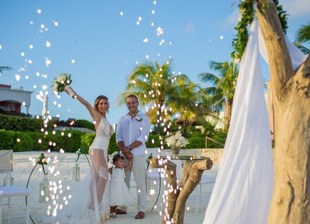 Bella Falconi renova os votos de casamento com Ricardo Rocha (Foto: Victor Garcia/Divulgação)