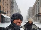Rafa Brites e Felipe Andreoli brincam em Nova York após forte nevasca