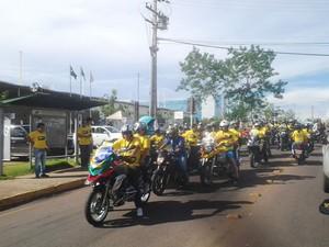 Motociclistas e taxistas protestam em Cuiabá. (Foto: Kelly Martins/G1)