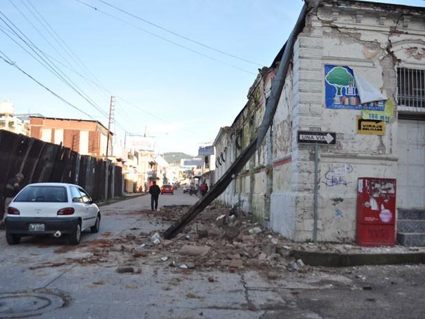 Em San Marcos, na Guatemala, terremoto provocou estragos e matou ao menos duas pessoas (Foto: AFP)