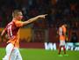 "Podolski marca após ""passe"" de Sneijder, mas Galatasaray só empata"