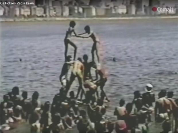 'Os pobres vão à praia' foi compartilhado milhares de vezes após arrastões, 20 anos depois de ser exibido na TV Manchete (Foto: Reprodução/Comalt)