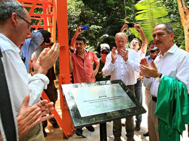 Ministro Aldo Rebelo participou da inaguração a torre (Foto: Sérgio Rodrigues/G1-AM)