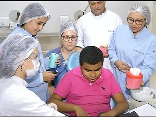 Dentistas realizam projeto para deficentes visuais  (Foto: Reprodução/TV Anhanguera)