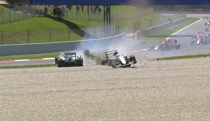 Lewis Hamilton e Nico Rosberg batem no GP da Espanha (Foto: Reprodução)