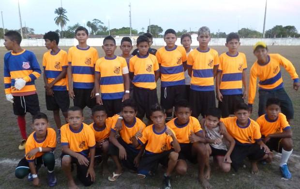 Jovens entram em campo neste sábado, para decisão de torneio em Mazagão (Foto: Divulgação/LD Mazagão)