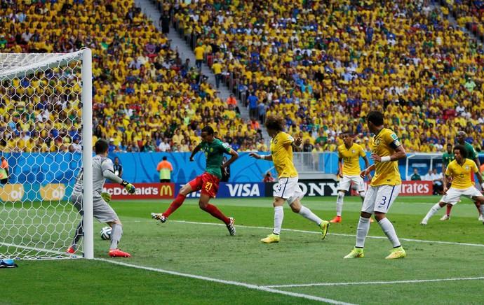 Matip gol Brasil x Camarões (Foto: Reuters)