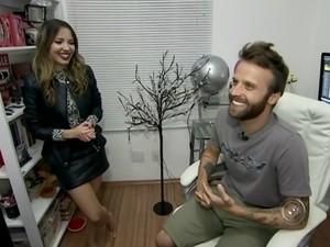 Vidas particulares da blogueira Taciele Alcolea e marido estão espostas (Foto: Reprodução/ TV TEM)
