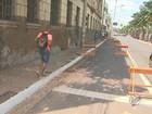 Queda de reboco de prédio histórico interdita trecho de rua em Ribeirão