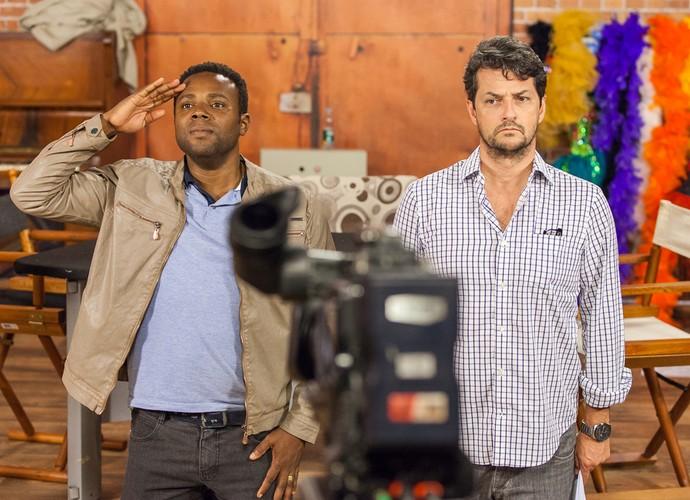 Érico Brás e Marcelo Serrado no Tomara que Caia (Foto: Artur Meninea/Gshow)