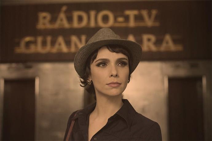 Verônica Maia (Débora Falabella) é a estrela da TV Guanabara (Foto: Globo/Estevam Avellar)