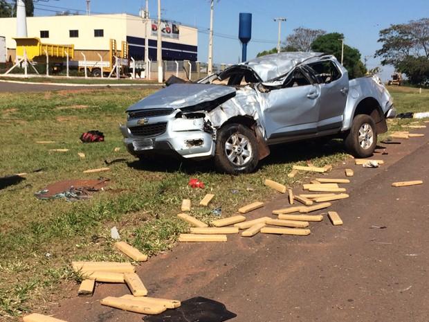 Motorista tentava fugir da polícia quando acidente aconteceu (Foto: Mariane Peres/G1)