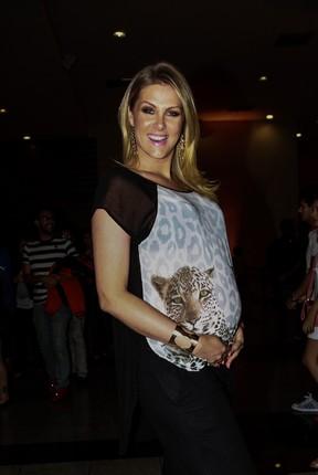 Ana Hickmann em pré-estreia do filme 'Crô' em São Paulo (Foto: Cláudio Augusto/ Foto Rio News)