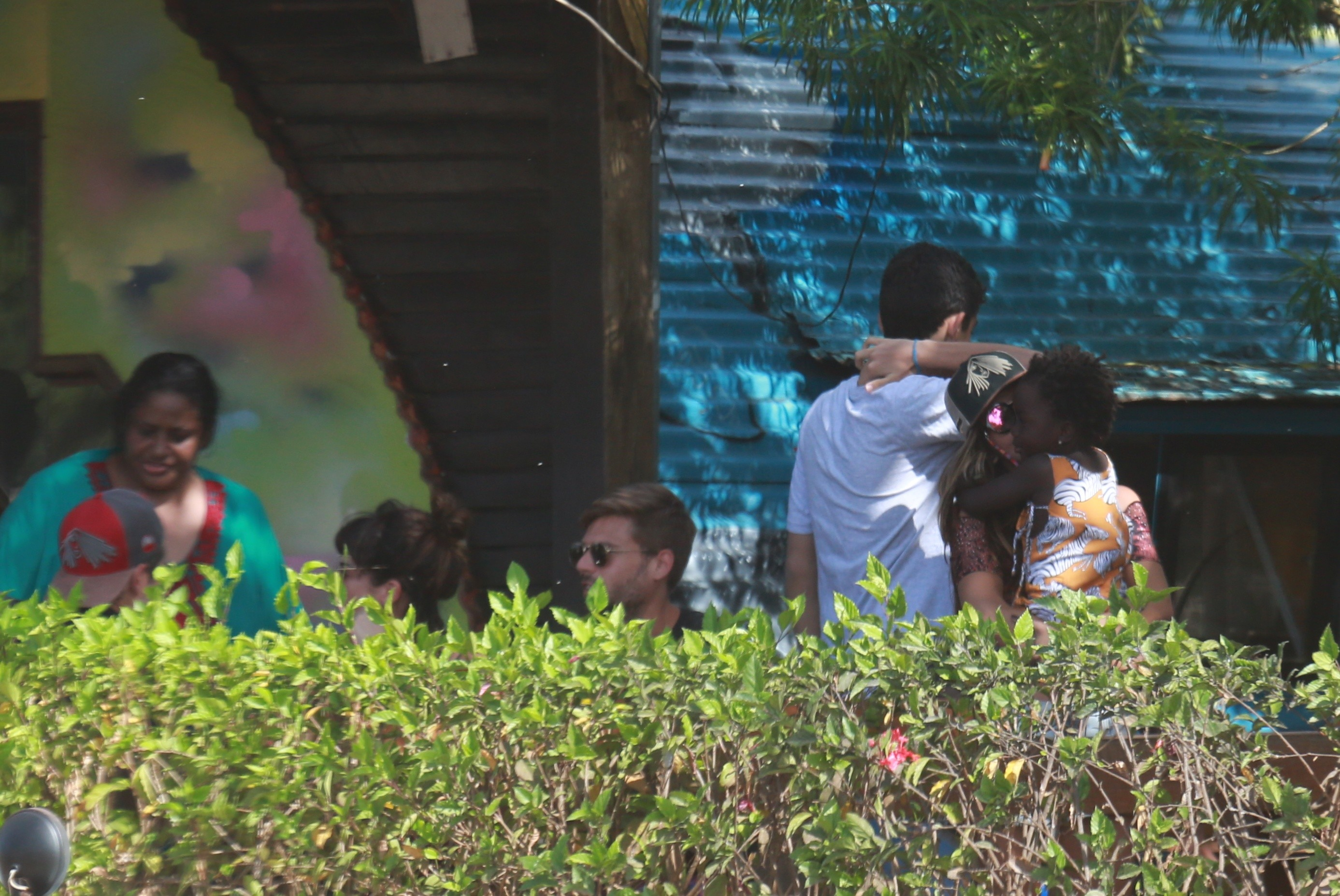 Bruno Gagliasso e Giovanna Ewbank almoçam com Titi, Giovanna Lancellotti e Fernanda Paes Leme (Foto: Agnews)