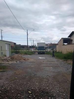 Menina morreu no local do acidente em Itanhaém, SP (Foto: G1)