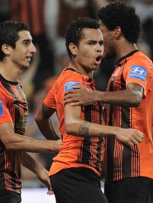 Dentinho comemora gol pelo Shakhtar (Foto: Site oficial do Shakhtar Donetsk)