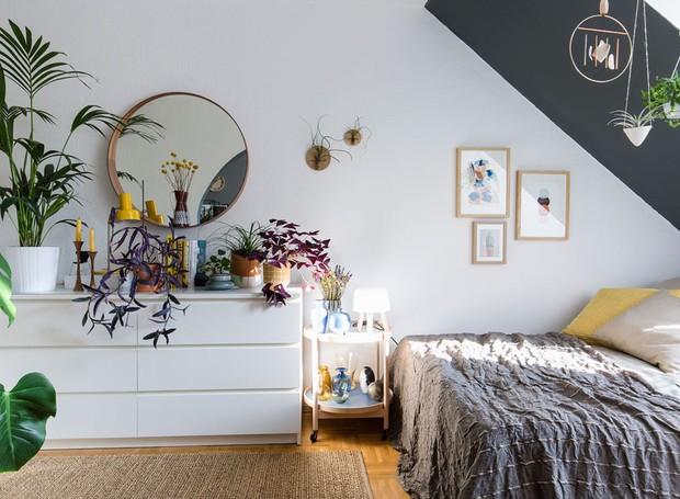 A aposta de Igor na hora de decorar é o estilo boho. As plantas, na opinião do blogueiro, são o complemento perfeito ao décor (Foto: Igor Josifovic | Happy Interior Blog)