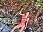 Laura Keller faz pose sensual em praia e brinca: 'Nativa canibal'