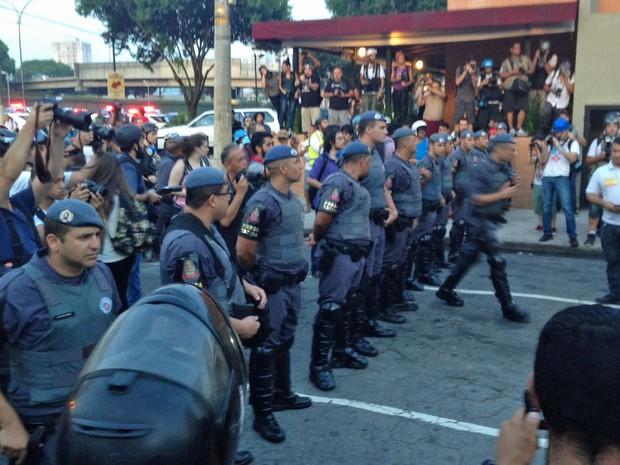 Policiais da Força Tática manifestação MPL Zona Leste (Foto: Marcelo Mora/G1)