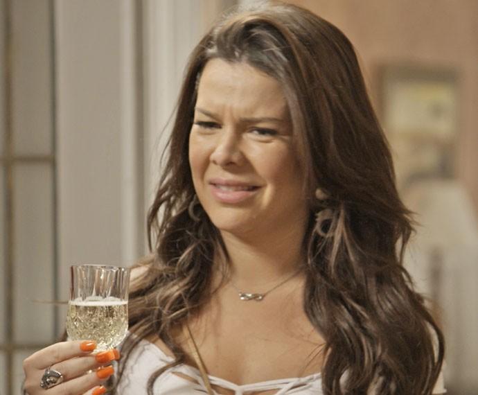 Mel fica sem entender o motivo da comemoração (Foto: TV Globo)