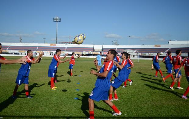 Itabaiana deve ganhar mais dois zagueiros no início do ano (Foto: Felipe Martins/GLOBOESPORTE.COM)