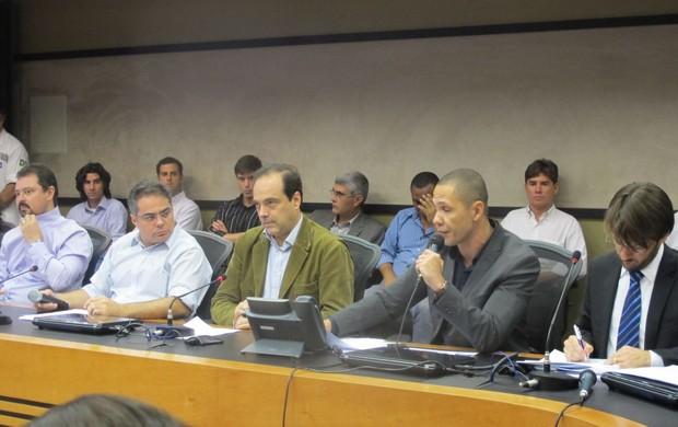 Reunião da Prefeitura do Rio sobre o Maracanã (Foto: Fabio Leme)