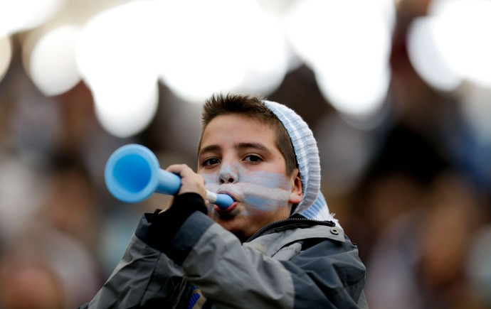 Torcedor criança argentina (Foto: AP)