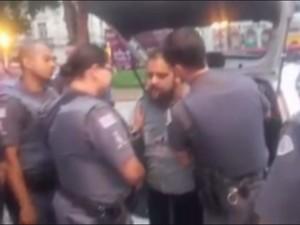 Artista foi detido por policiais militares em Santos (Foto: Reprodução)