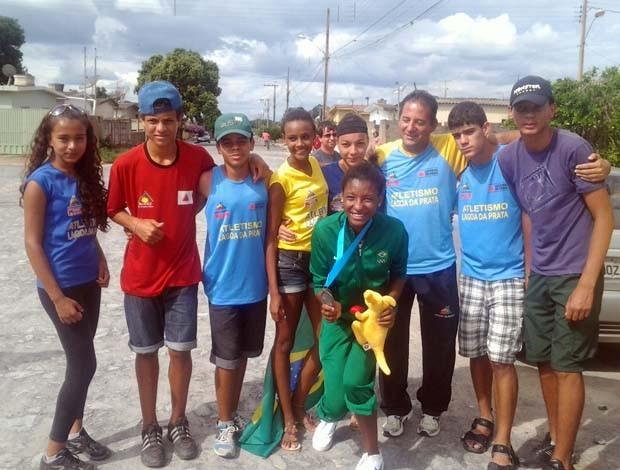 """Atletas do projeto """"Correndo para o Futuro"""" (Foto: Arquivo Pessoal / Núbia Soares)"""