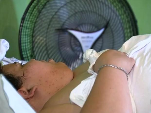 Vanessa diz que está sofrendo com a falta de ar (Foto: Reprodução/TV TEM)
