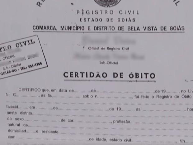 Presos suspeitos de falsificar documentos de carro e certidão de óbito em Goiânia Goiás (Foto: Reprodução/TV Anhanguera)