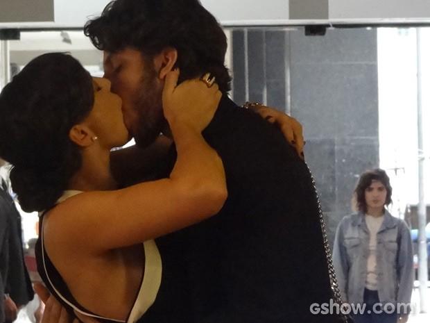 Eliane vê beijo entre José Alfredo e Maria Marta (Foto: Império/TV Globo)