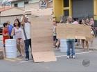 Moradores fazem protesto contra violência na BR-459 em Itajubá, MG