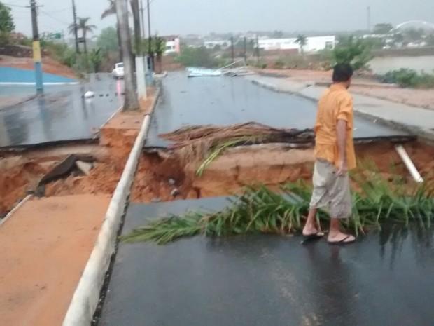 Chuvas prococaram estragos em cidade baiana no sábado (8) (Foto: Edivaldo Braga/ Blogbraga)