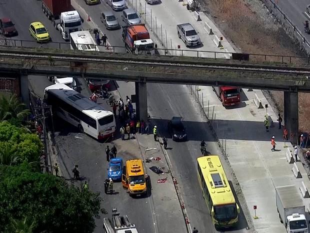 Acidente na Avenida Brasil provocou reflexos no trânsito de vários bairros (Foto: Reprodução/TV Globo)