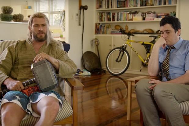 Thor e seu novo....aliado? Darryl.  (Foto: Reprodução)