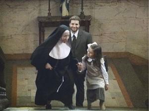 Edgar leva Melissa para escola (Foto: Lado a Lado/Tv Globo)