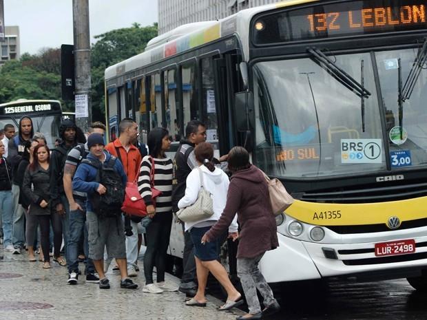 Ônibus na Zona Sul do Rio de Janeiro (Foto: Jose Lucena/Futura Press/Estadão Conteúdo)