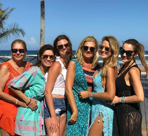 Tici Pinheiro e amigas na Bahia (Foto: Reprodução/Instagram)