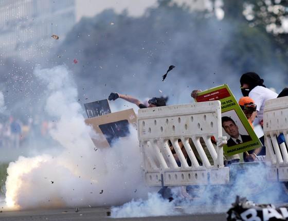 Manifestação contra as reformas e o governo de Michel Temer tomam as vias da Esplanada dos Ministérios e  entram em confronto com policiais (Foto:  Ueslei Marcelino/Reuters)