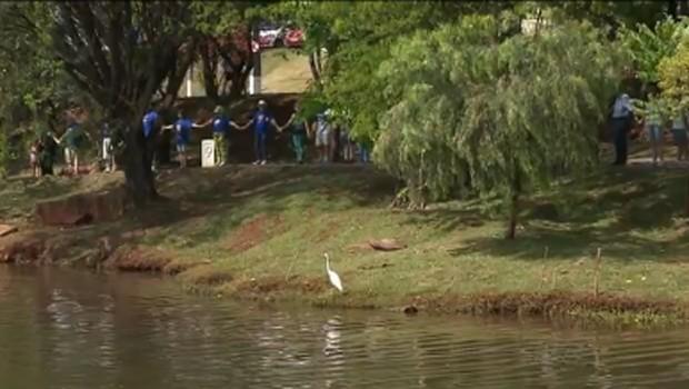 RPC celebrou a paz no 7º Abraço no Lago Igapó, em Londrina (Foto: Reprodução/RPC)