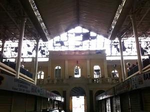 Parte superior do Mercado Público foi atingida pelo fogo (Foto: Gabriela Haas/G1)